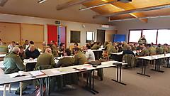 Gruppenarbeiten zum Erfassen der Inhalte des Sicherheitsdatenblattes für Rohöl
