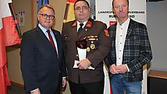 LH Niessl und LH-Stv. Tschürtz gratulieren HBI Christian Baar von der FF St. Andrä am Zicksee